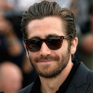 jake-gyllenhaal-beard-slicked-back-hair